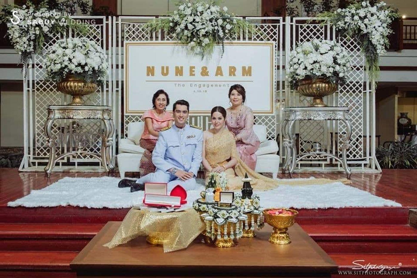 งานหมั้น,ชุดหมั้น,พิธีหมั้น,ครอบครัวบ่าวสาว,สินสอด,จัดดอกไม้งานแต่ง,backdrop งานแต่ง,ตกแต่งงานแต่ง รีวิวงานแต่ง สวยเด่นไม่เน้นดอกไม้ พร้อมแบ็คดรอปเก๋ไก๋ จากไอเดียในการ์ด @Swissotel Nai Lert Park