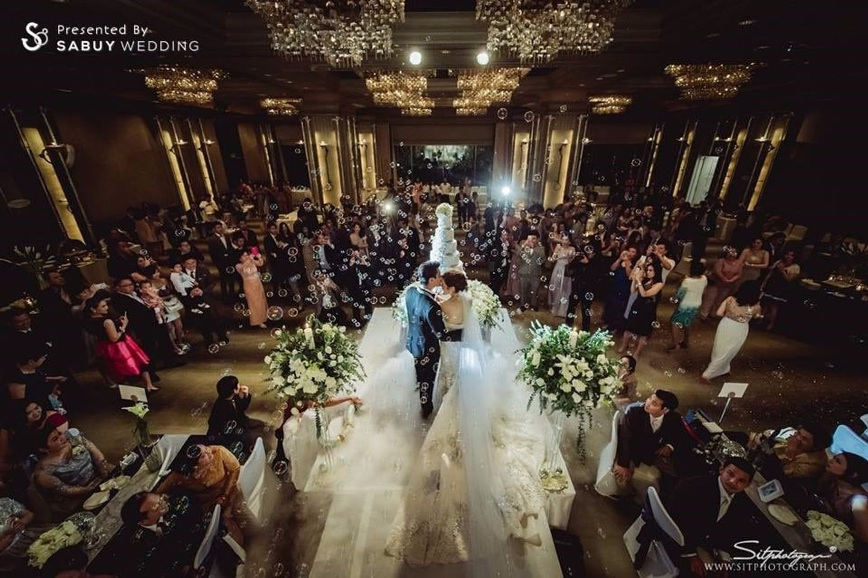 บ่าวสาว,รูปงานแต่ง,เค้กงานแต่ง,สถานที่แต่งงาน,สถานที่จัดงานแต่งงาน,โรงแรม,long-table,พิธีแต่งงาน รีวิวงานแต่ง สวยเด่นไม่เน้นดอกไม้ พร้อมแบ็คดรอปเก๋ไก๋ จากไอเดียในการ์ด @Swissotel Nai Lert Park