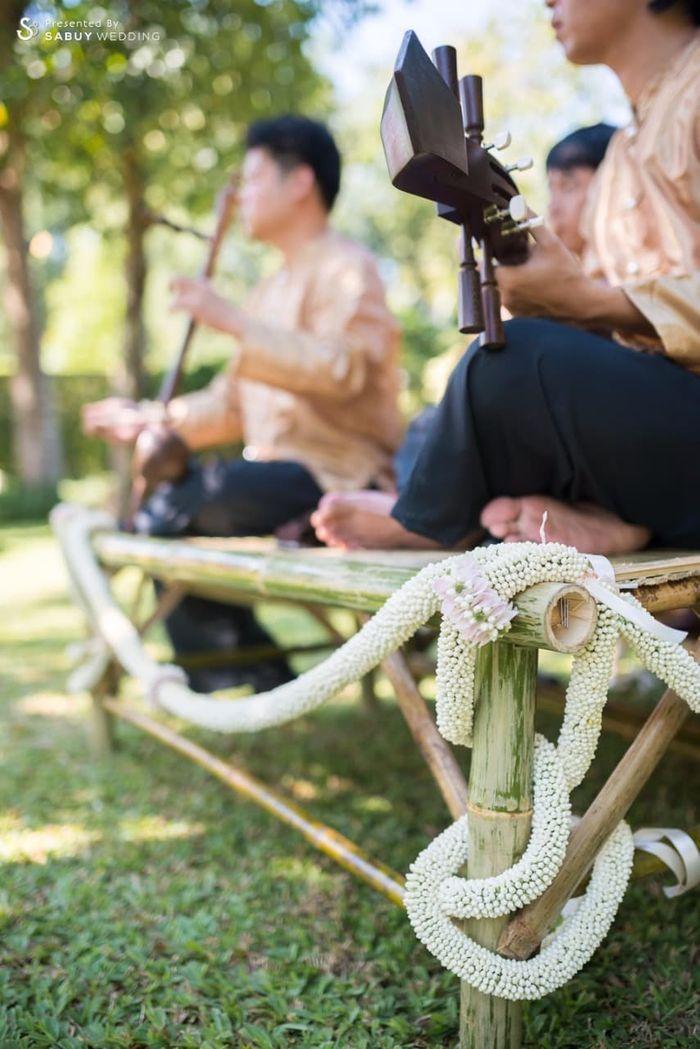 ดนตรีงานหมั้น รีวิวงานแต่งอิ่มใจไปกับงานหมั้นล้านนา ปิดท้าย Sit-down dinner ประดับไฟแสนสวยในสวนหลังบ้าน