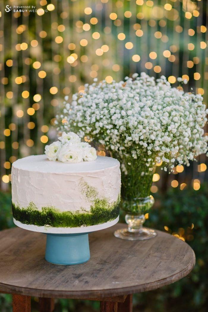 เค้กงานแต่ง,จัดดอกไม้งานแต่ง รีวิวงานแต่งอิ่มใจไปกับงานหมั้นล้านนา ปิดท้าย Sit-down dinner ประดับไฟแสนสวยในสวนหลังบ้าน