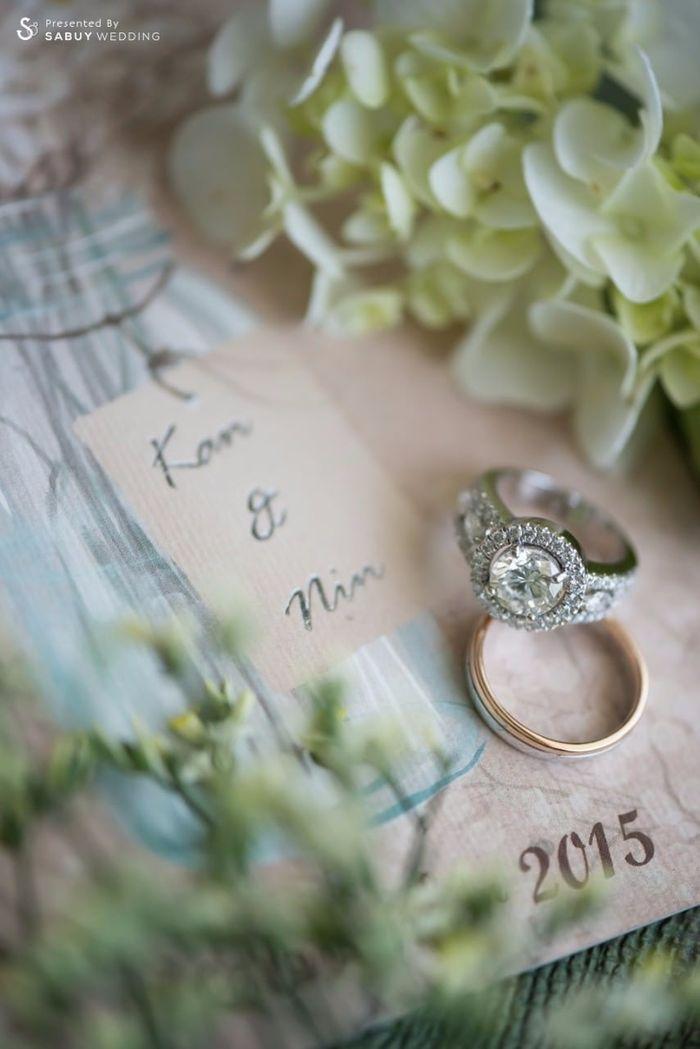 แหวนแต่งงาน รีวิวงานแต่งอิ่มใจไปกับงานหมั้นล้านนา ปิดท้าย Sit-down dinner ประดับไฟแสนสวยในสวนหลังบ้าน