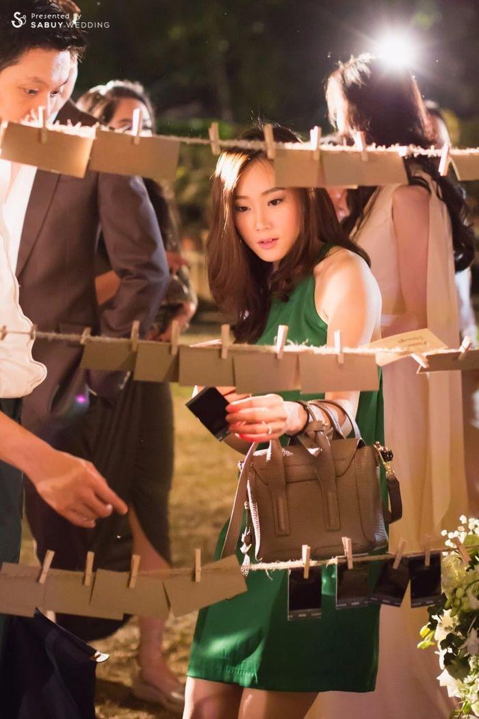 เพื่อนเจ้าสาว,รูปโพลารอยด์ รีวิวงานแต่งอิ่มใจไปกับงานหมั้นล้านนา ปิดท้าย Sit-down dinner ประดับไฟแสนสวยในสวนหลังบ้าน