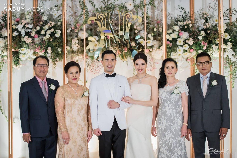 บ่าวสาว,ชุดบ่าวสาว,ชุดเจ้าบ่าว,ชุดเจ้าสาว,ครอบครัวบ่าวสาว,จัดดอกไม้งานแต่ง,backdrop งานแต่ง รีวิวงานแต่งแห่งปีของอยุธยา หรูหราด้วยโทนสี Rose Gold @Krungsri River Hotel
