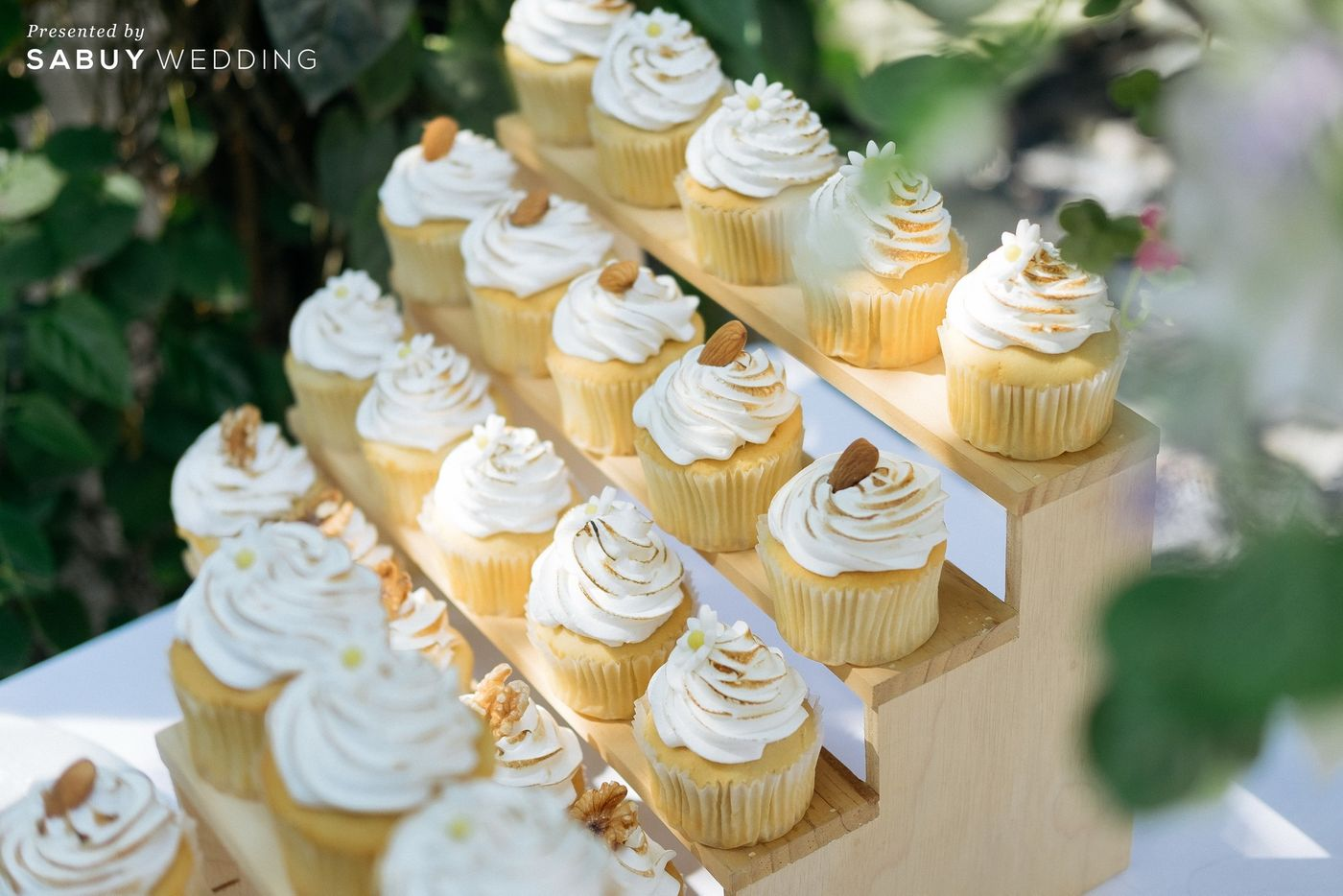 คัพเค้ก,ขนมหวาน รีวิวงานแต่งโรแมนติกมินิมอล อบอุ่นความหวาน ท่ามกลางร่มไม้ในสวน @The Gardens of Dinsor Palace