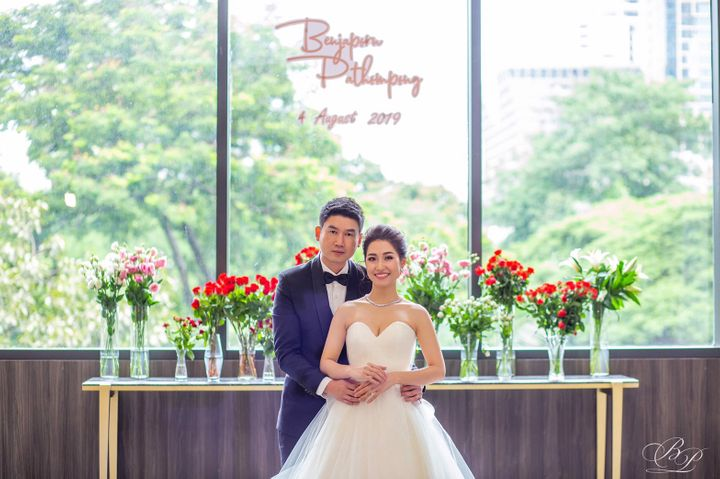 รีวิวงานแต่ง Backdrop สวนสวย ด้วยห้องจัดเลี้ยงแสงธรรมชาติ @ Bliston Suwan Park View Hotel