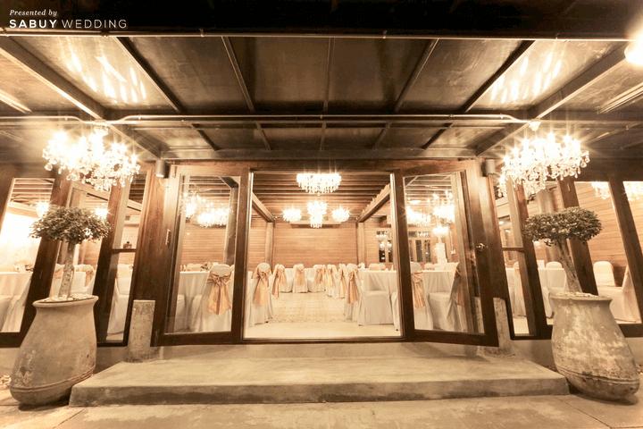 บ้านวรรณกวี สถานที่แต่งงานเรือนไม้สัก คงเสน่ห์ด้วยแชนเดอเลียร์สุด Antique