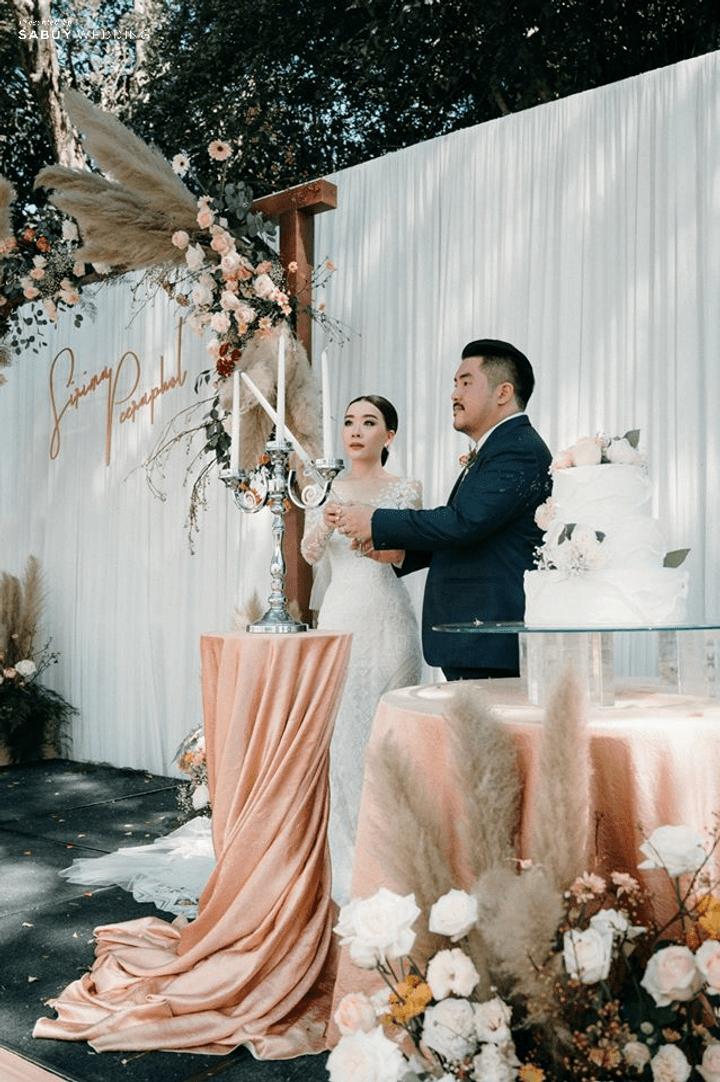 งานแต่งในสวน อบอุ่นด้วยดอกไม้โทนสี Sunset Scheme By Serendipity Wedding House