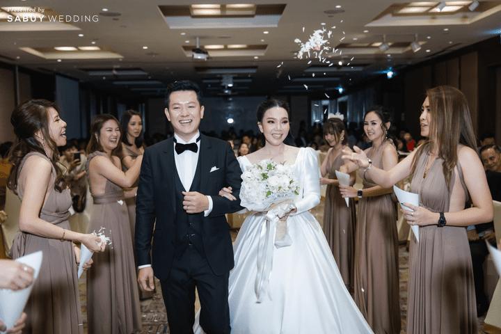 ชุดแต่งงาน,ชุดเจ้าสาว รีวิวงานแต่งสวยหวานกับโทนสีครีม ทอง น้ำตาล สุดอบอุ่น @ Crowne Plaza Bangkok Lumpini Park