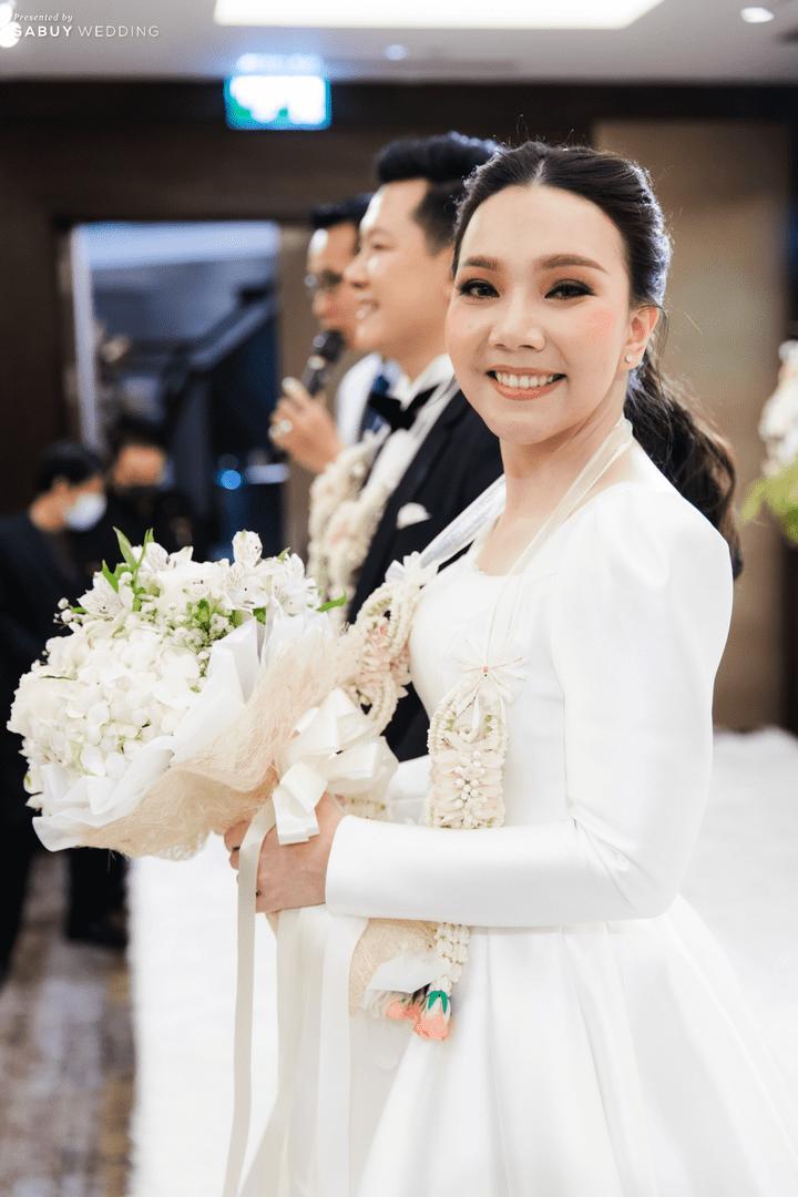 ดอกไม้เจ้าสาว รีวิวงานแต่งสวยหวานกับโทนสีครีม ทอง น้ำตาล สุดอบอุ่น @ Crowne Plaza Bangkok Lumpini Park