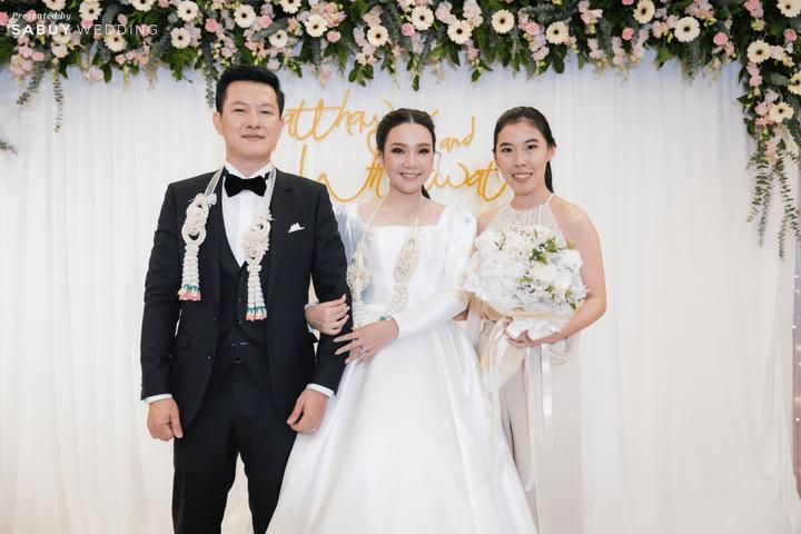 ชุดเจ้าสาว,ชุดแต่งงาน รีวิวงานแต่งสวยหวานกับโทนสีครีม ทอง น้ำตาล สุดอบอุ่น @ Crowne Plaza Bangkok Lumpini Park